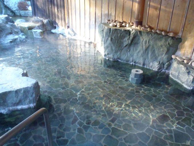 露天風呂は石へこだわる