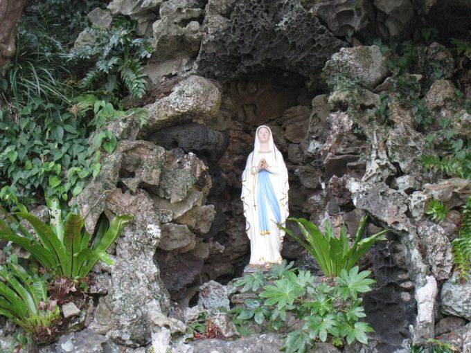 弾圧に耐え忍んだ島の深い信仰の歴史を今に伝える「ルルドの洞窟」