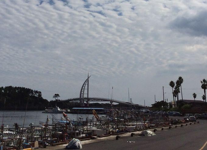 『西帰浦港』の素晴らしい景色が堪能できる『セヨン橋』