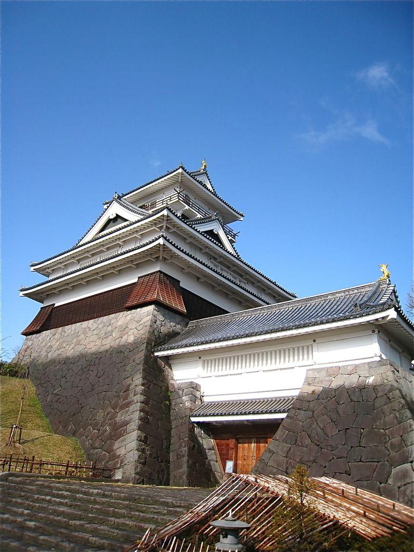 共同湯や足湯を楽しんだ後は「上山城」から蔵王連峰を一望!