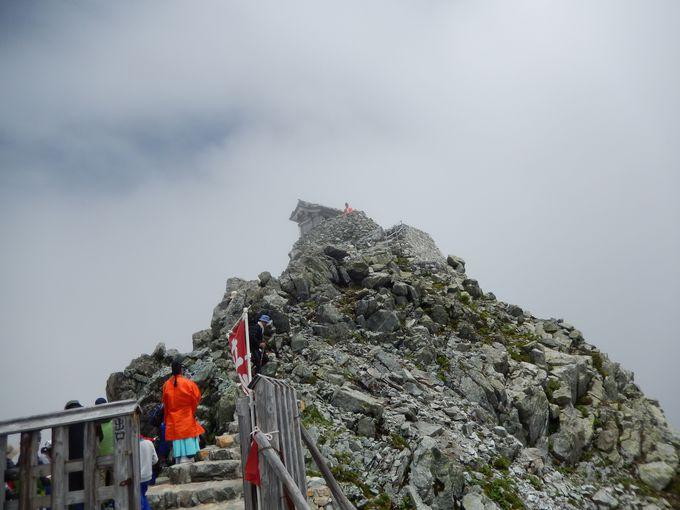 いよいよ山頂!雄山神社へ参拝しよう
