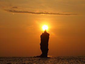 心に明かりを灯す絶景!島根県・隠岐「ローソク島遊覧船」で観に行く奇跡の夕日