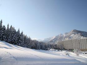 スキー場直結&雪見露天風呂「エンゼルグランディア越後中里」で冬を満喫!