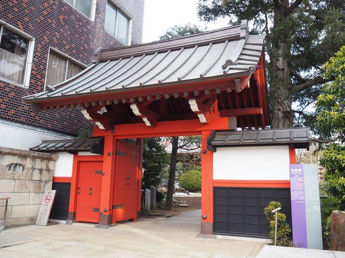 朱塗りの山門が許された寺、金剛院