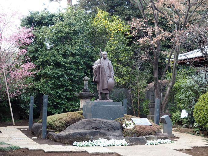 弘法大師修行像と四国八十八ヶ所お砂踏み参拝所
