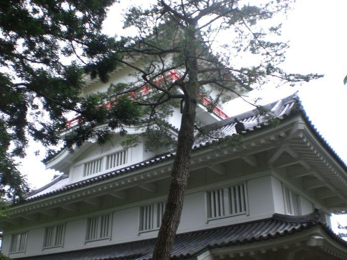 久保田城御隅櫓は天守にしては小振りだが、圧倒されるその姿!