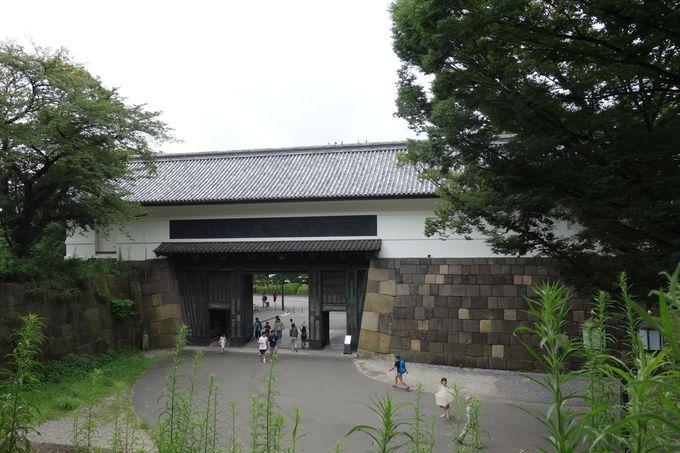 田安門は二階の高さから見ることが出来ます、そこには?