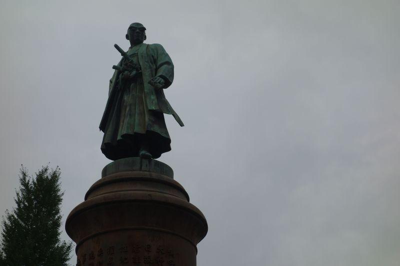 天皇家万世一系を守った忠臣とその銅像は、今も皇居を守る!
