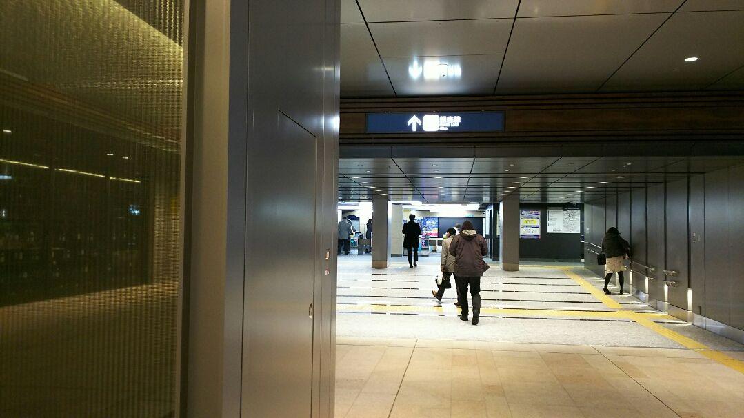 地下鉄に直結した出入り口が、雨には負けない京橋エドグラン!
