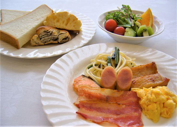 お腹一杯でぐっすりと就寝、朝食もバラエティーに富んで!