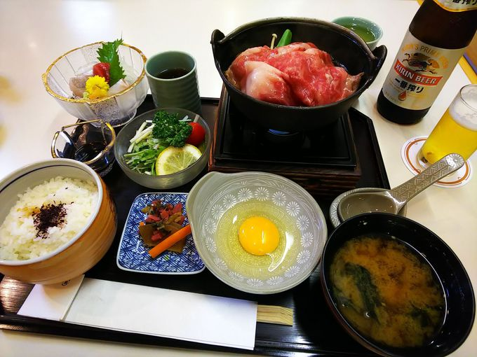 お待ちかねの夕食はレストランで、松坂牛のすき焼き定食!