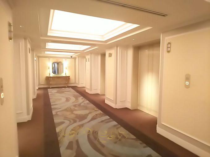「フロントデスクはホテルの鏡」さすがに溢れるこの高級感!
