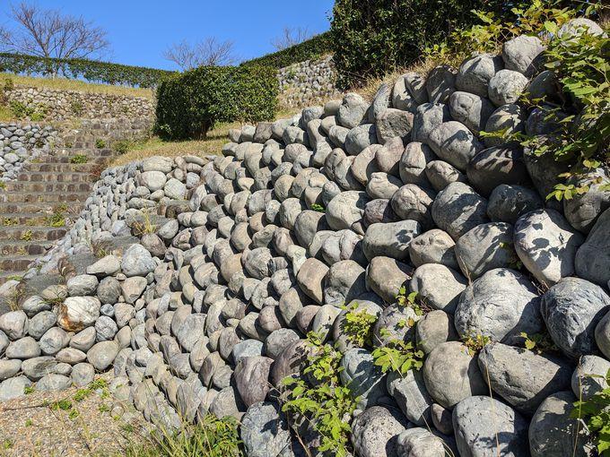 玉石石垣からは想像できない、徳川と武田の戦いの歴史が!