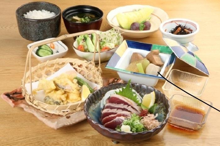 地産の海鮮類もいっぱい、夕食会場への足取りも軽く!