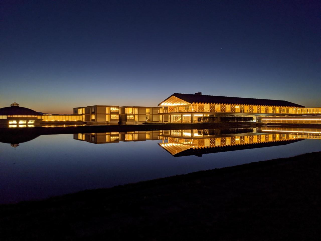 近づくと高まる期待感、田園風景と研究施設に囲まれて!