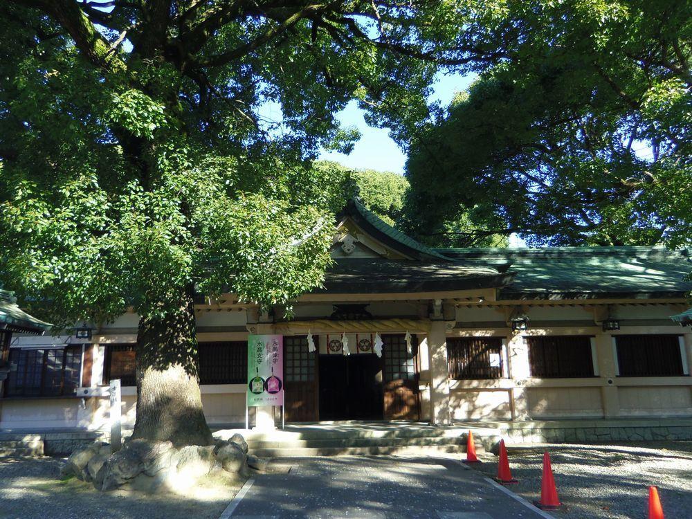 織物の神様を祀る摂社・服織神社