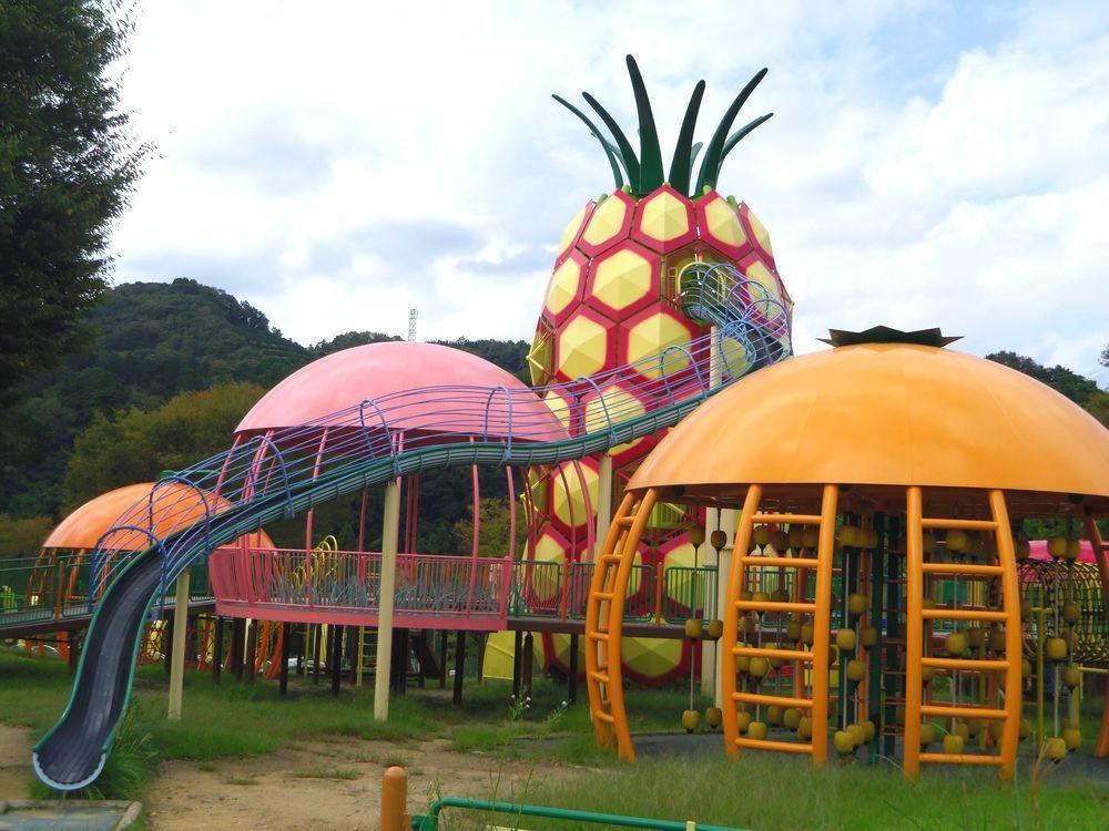 フルーツ型巨大遊具の正体は!?