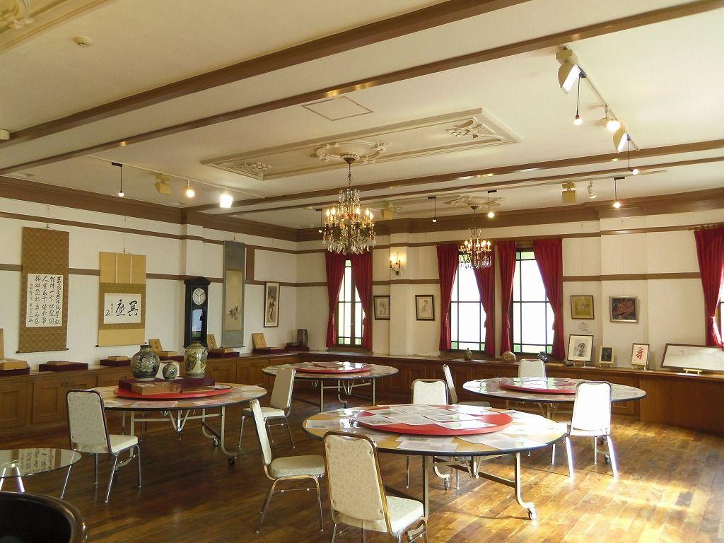 シャンデリアが麗しい2階多目的ホール