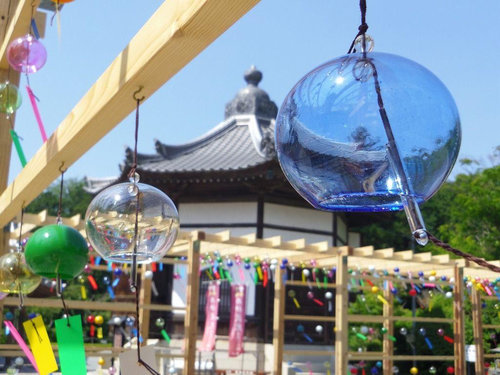 約3,000個の江戸風鈴が境内を華やかに彩る「可睡齋」