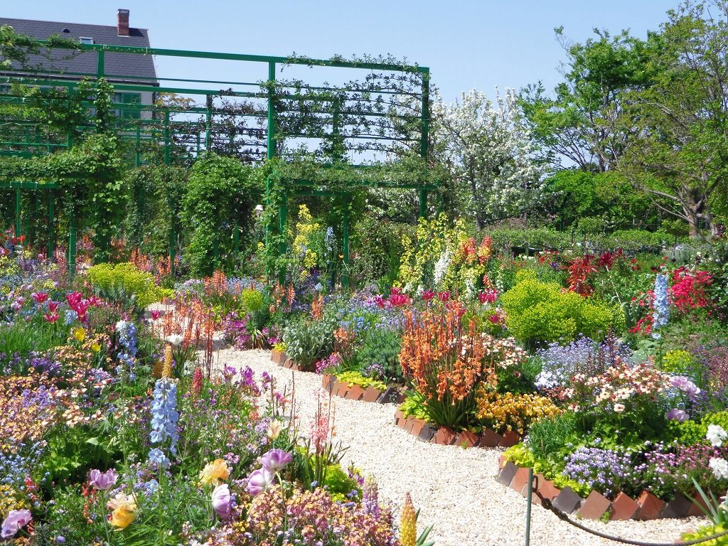 1万球のチューリップが華やかな花の美術館!