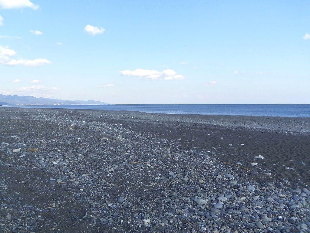 浜辺の様子を歩いて体感!