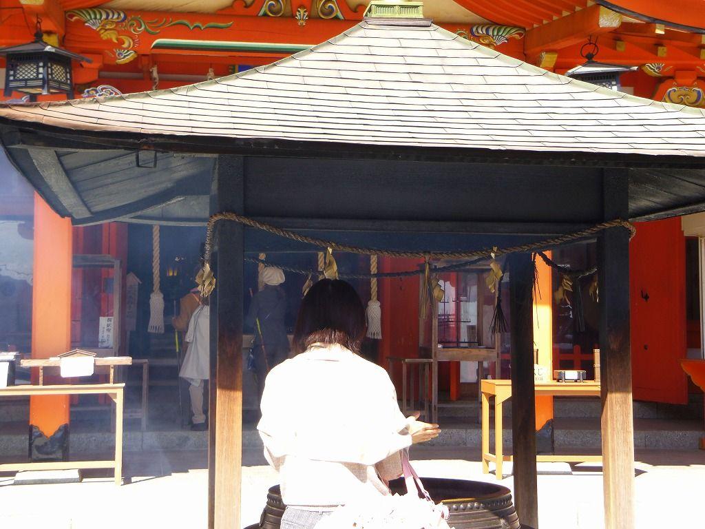 朱色の鳥居が映える熊野那智大社