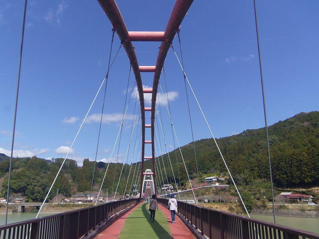 橋を渡ってみよう!