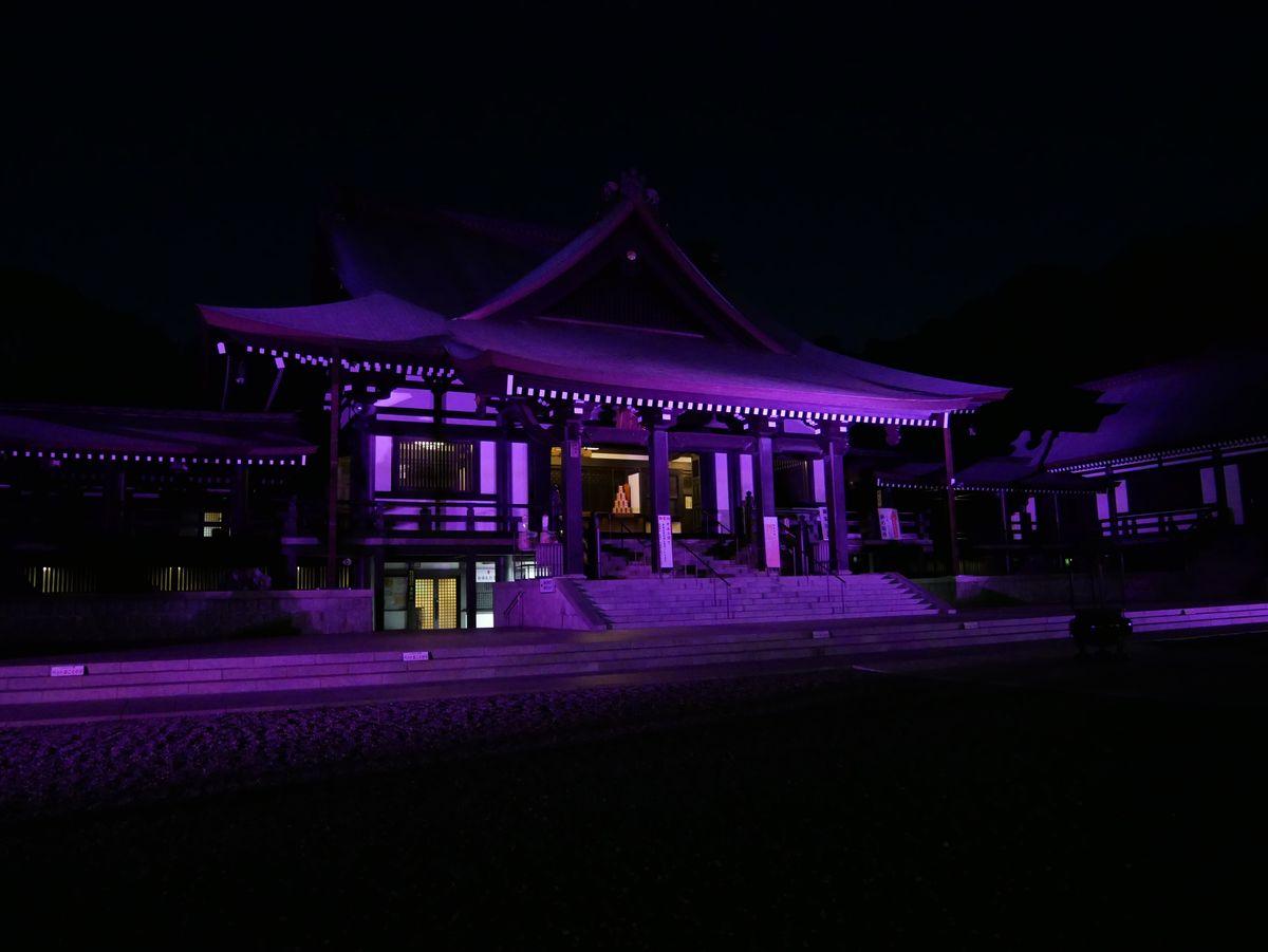 闇に浮かぶ荘厳な本堂・法多山