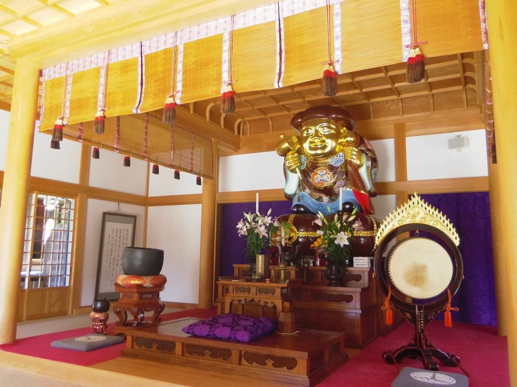 日本一の大きさ!金色に輝く木造木彫りの大黒様
