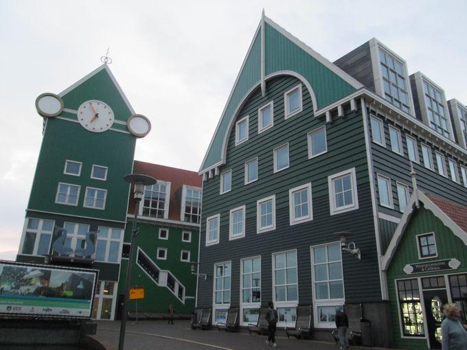 キッチュなザーンダム駅のすぐそば!アムステルダムやザーンセ・スカンス観光にも
