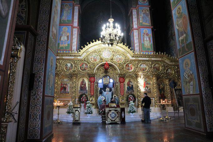 黄金のドームが輝く「聖ミハイル黄金ドーム修道院」