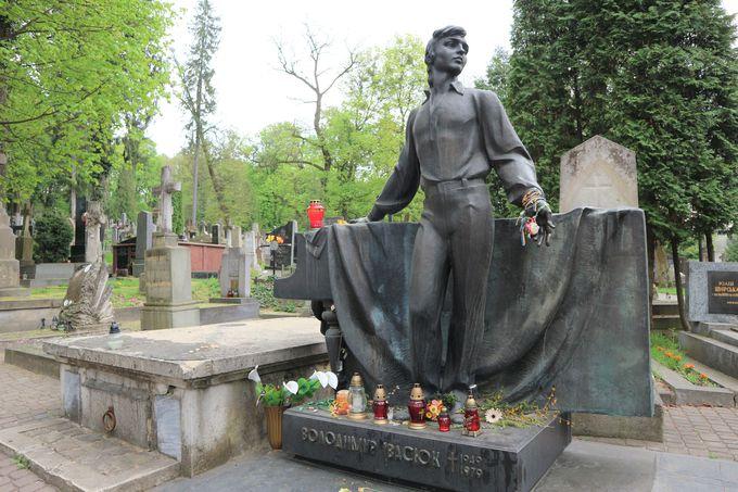 東欧で一番美しいと言われる墓地「リチャキフ墓地」を散策