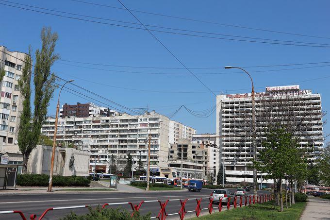 旧ソ連時代の面影が残る街を歩く