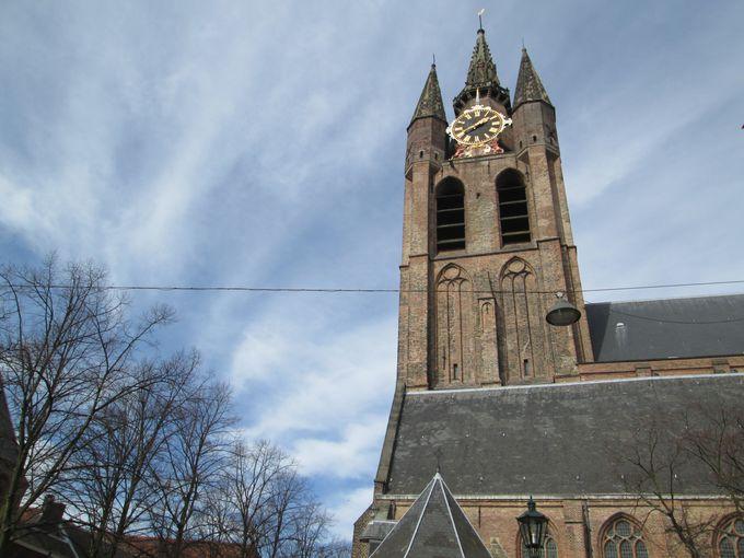 13時:ちょっぴり傾いた、旧教会へ