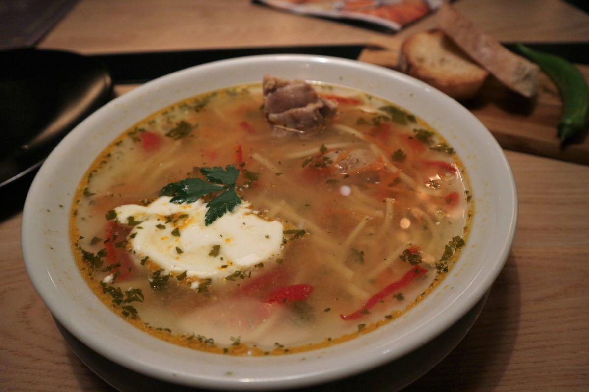 1日目昼:腹ごしらえは、モルドバ名物「ゼァマ」