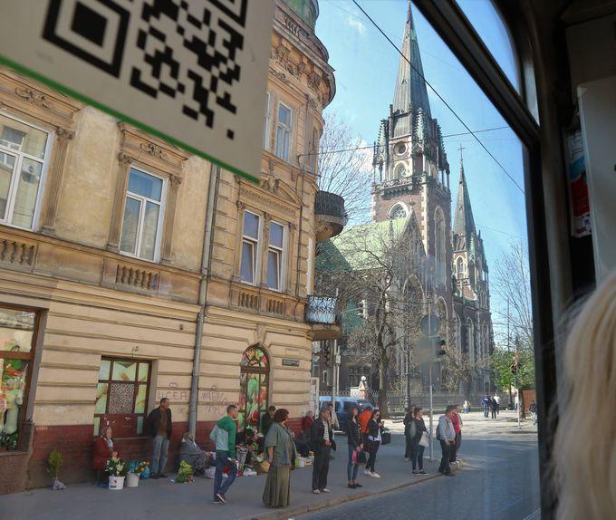 リヴィウ駅から旧市街の中心部へ、トラムに乗って