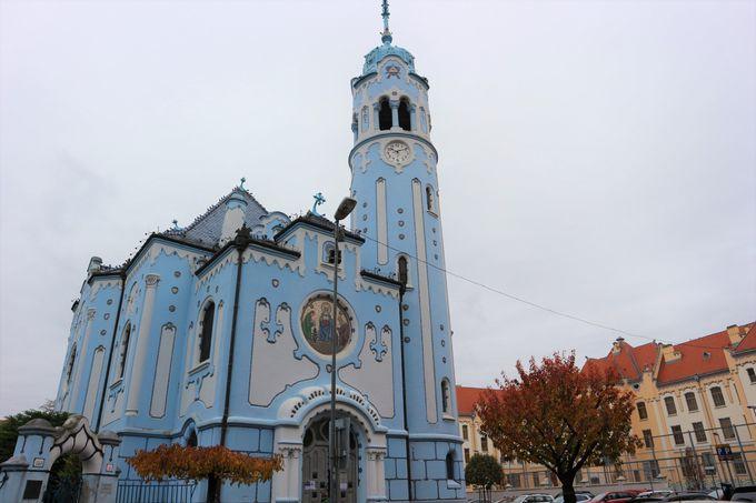 訪れておきたい教会は「聖アルジュベタ教会」「聖マルティン大聖堂」