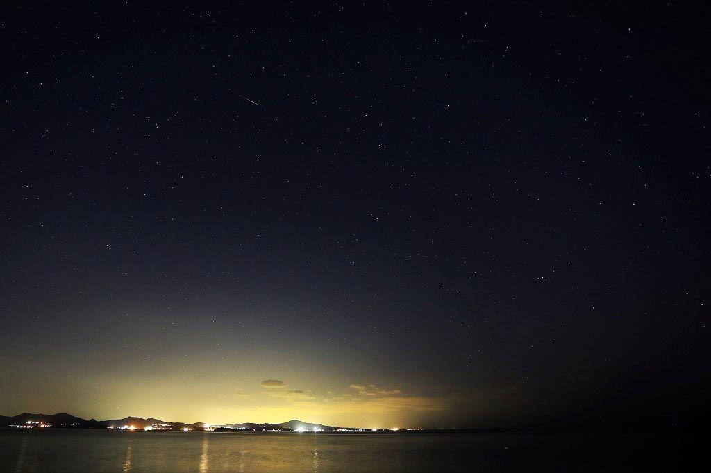 星の流れるプライベートビーチは壮大にロマンティック