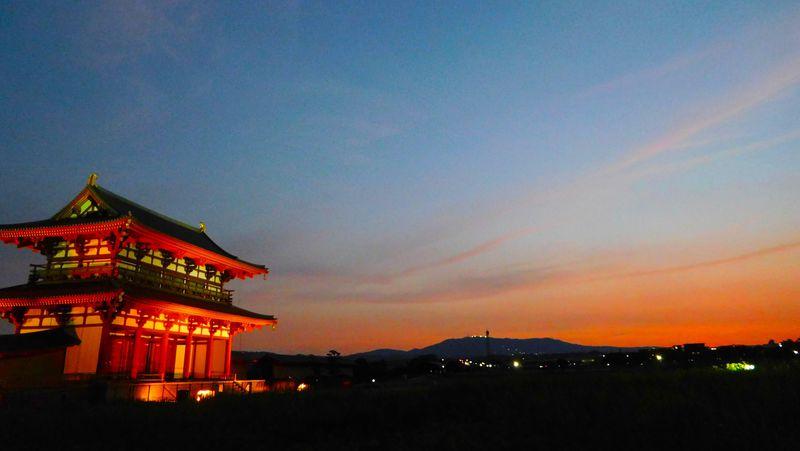 奈良で見る茜色の絶景!日本の夕陽百選「平城宮跡歴史公園・朱雀門」