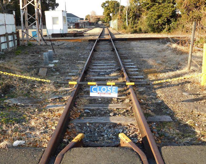 まっすぐ十字に交わる線路、これがダイヤモンドクロッシング!