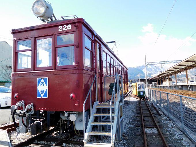 終点だけのお楽しみ!往年の近鉄カラーと世界最小電車
