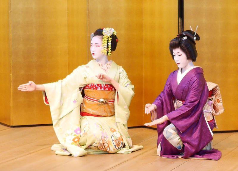 2018年は京舞×花アート、舞妓と記念撮影も!「都をどり特別展 祇園・花の宴 草間彌生・花の間展」