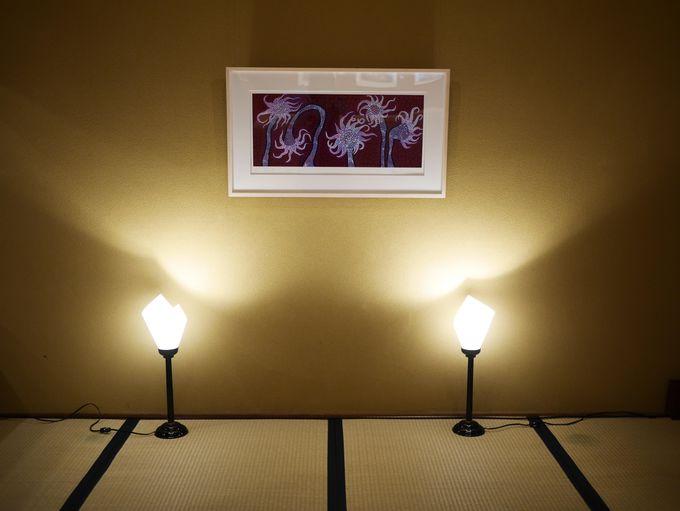 「草間彌生・花の間展」は現代アートの花の楽園
