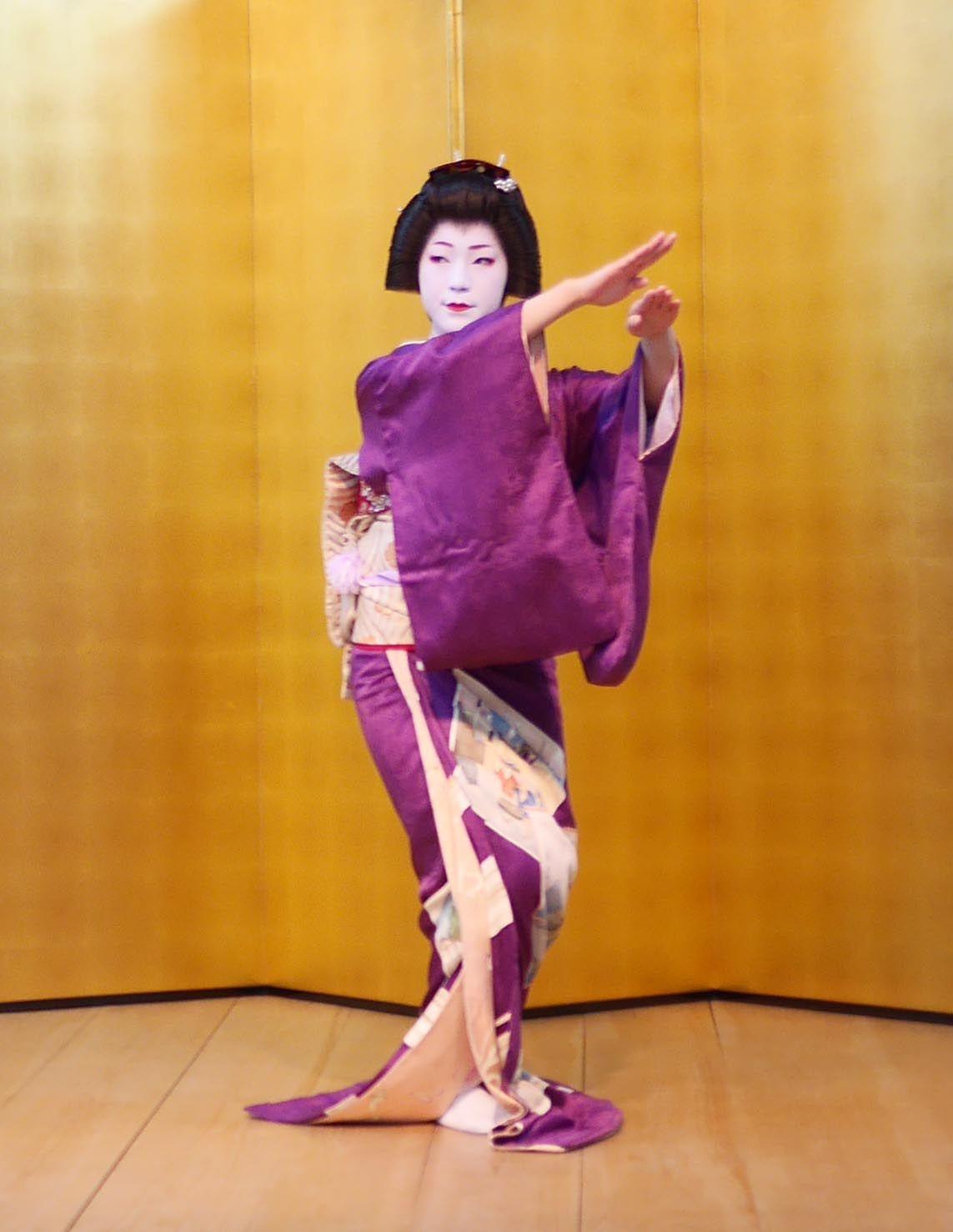 間近に観る京舞に感激!舞の後には記念撮影も
