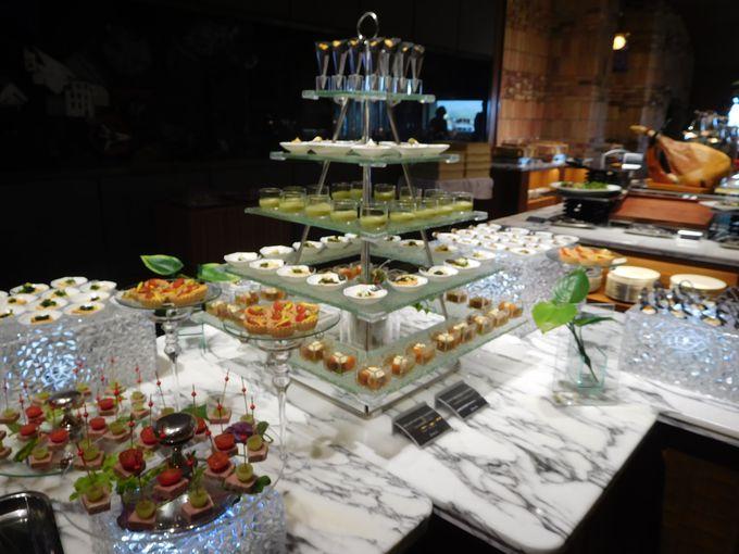 朝も夕も美食の宴!豪華すぎる「王様のビュッフェ」