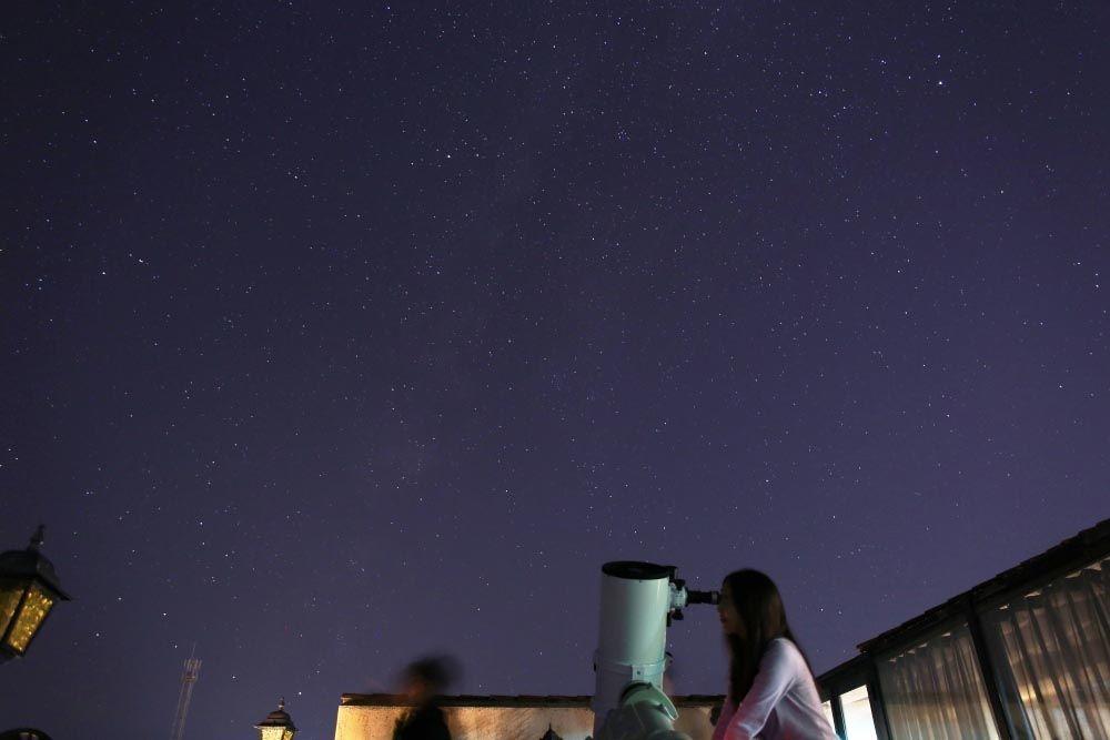 天体観測会場は空のひらけた「星空テラス」