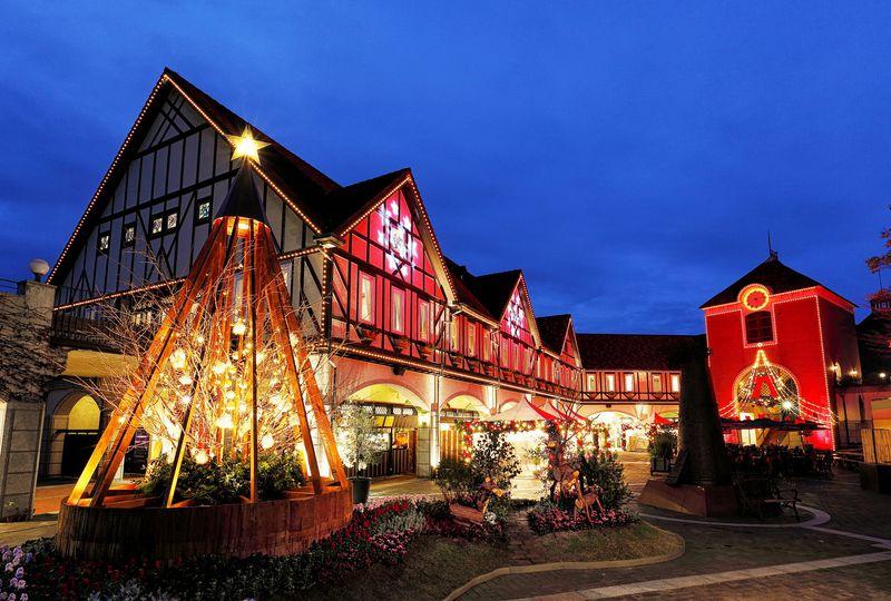 神戸布引ハーブ園「古城のクリスマス2020」で花と光の聖夜を