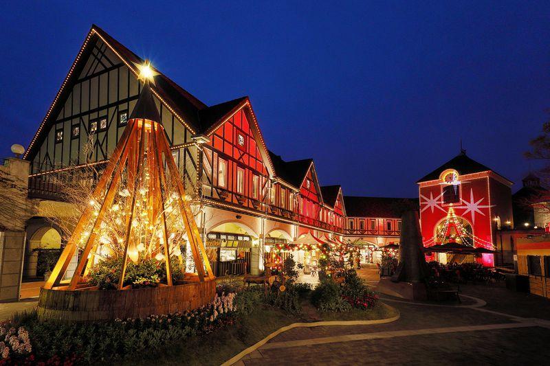 神戸布引ハーブ園「古城のクリスマス2019」で花と光の聖夜を