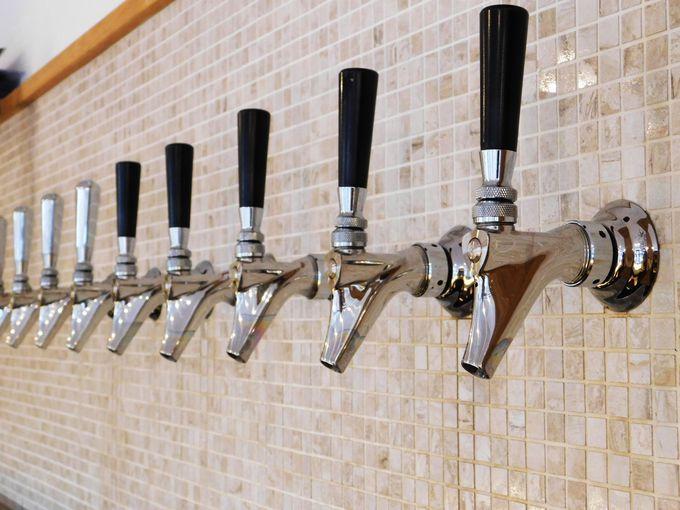 憩いの「ビールサロン」で作り立てビールを