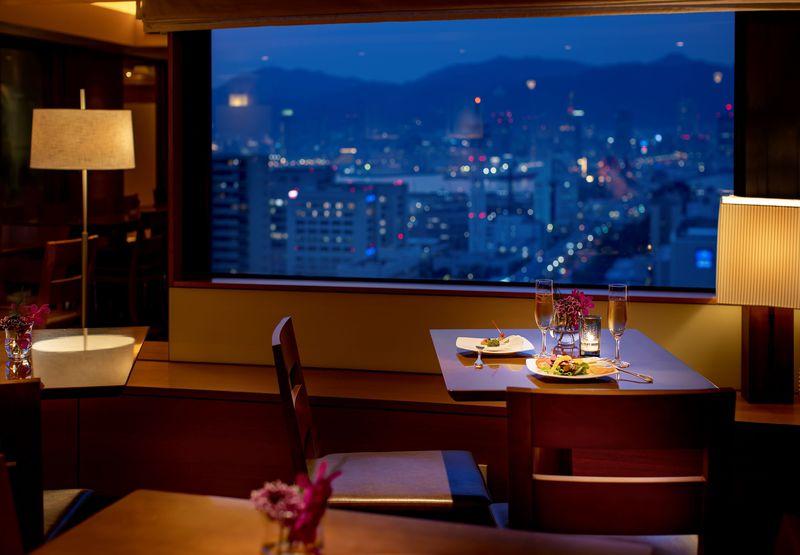 港から望む神戸1000万ドルの夜景!神戸ポートピアホテル